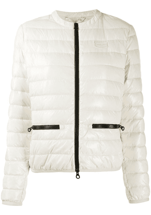 Duvetica logo patch quilted down jacket - White