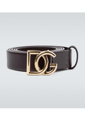 Leather belt with logo buckle