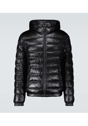 Shiny down jacket with plaque