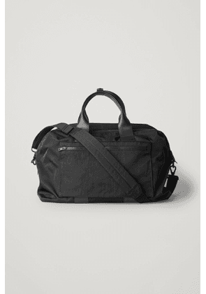 TRAVEL BAG WITH DETACHABLE STRAP