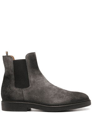 Doucal's distressed-effect chelsea boots - Grey