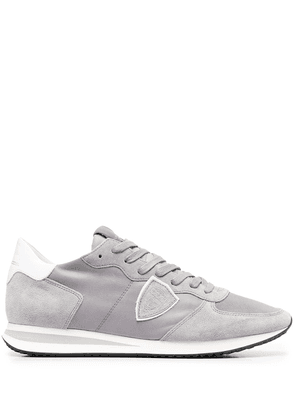 Philippe Model Paris crest-embellished panelled sneakers - Grey