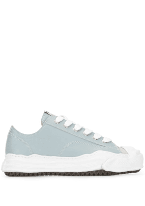 Maison Mihara Yasuhiro low-top lace-up sneakers - Blue