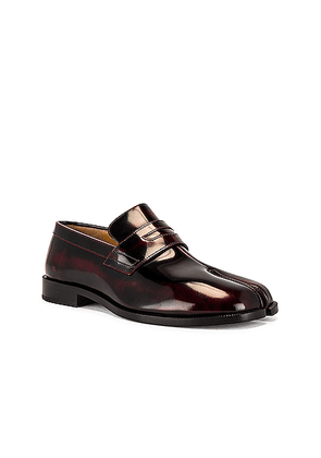 Maison Margiela Tabi Advocate Loafer in Cremisi Red - Red. Size 43 (also in 41, 42, 44).
