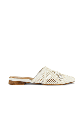 Kaanas Madeira Pointy Basketweave Mule in White. Size 9.