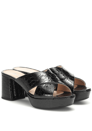 Croc-effect patent leather sandals