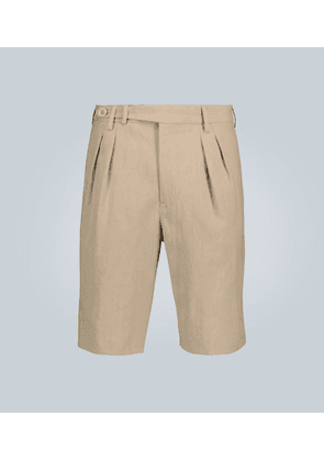 Double-pleated linen shorts
