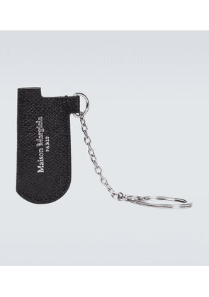 Keyring with leather lighter case