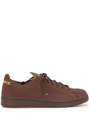 adidas by Pharrell Williams Superstar Primeknit sneakers - Brown