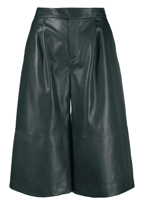 Closed leather wide leg shorts - Green