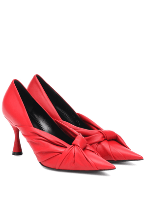 Drapy leather pumps