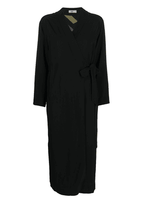 Closed side-slitted wrap dress - Black