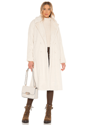 cupcakes and cashmere Celestia Faux Fur Trench Coat in Cream. Size L, S.