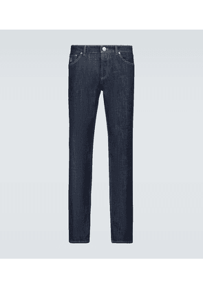 Traditional fit jeans