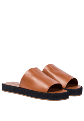 Gao leather slides