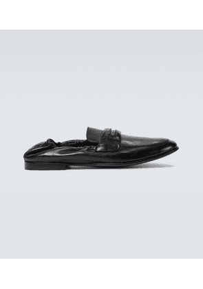 Flexible leather loafers