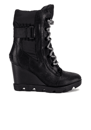 Sorel Joan Uptown Mid Lace Boot in Black. Size 7.5.