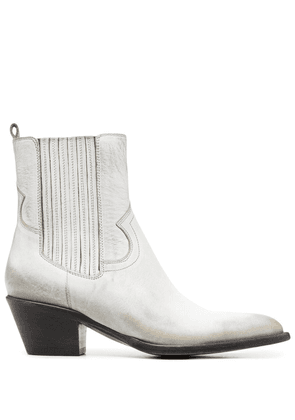 Buttero distressed-effect pointed boots - White