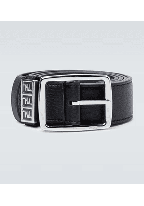 Classic buckle leather belt