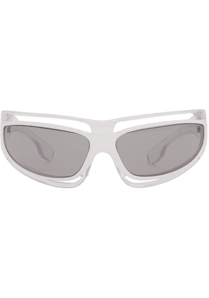 Burberry cut-out detail tinted sunglasses - White