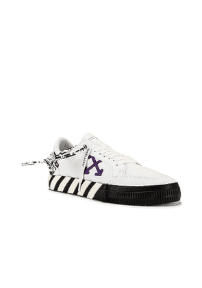 OFF-WHITE Low Vulcanized Canvas Sneaker in White. Size 43.