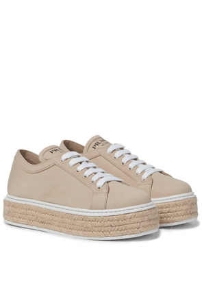 Canvas flatform sneakers