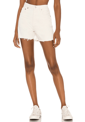 AGOLDE X REVOLVE Dee Short in Cream. Size 24, 25, 26, 27, 28, 29, 30, 31, 32.