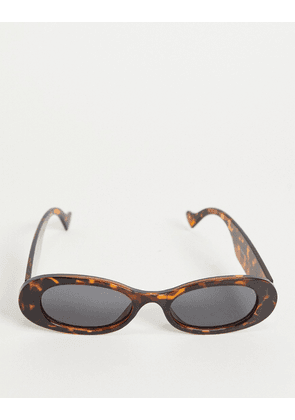 Bershka oval sunglasses in tortoiseshell-Brown
