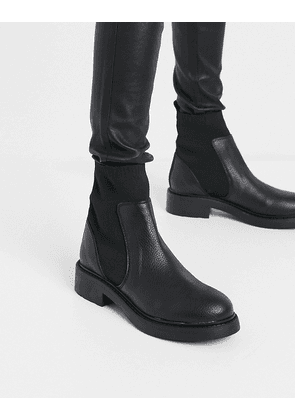 Bershka chelsea boot in black