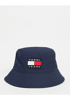 Tommy Jeans heritage logo bucket hat in black-Navy