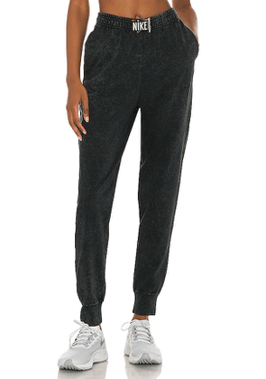 Nike NSW Wash Pant in Black. Size S, M, L.