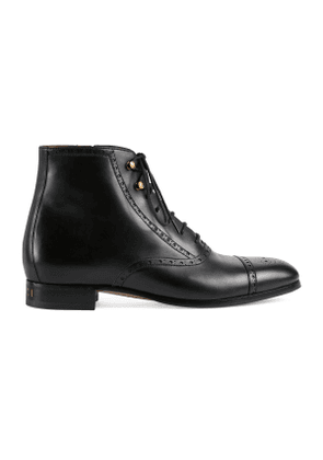 Men's boot with brogue details