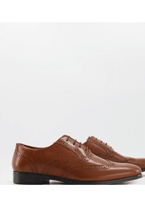 ASOS DESIGN Wide Fit oxford brogue shoes in tan leather-Brown