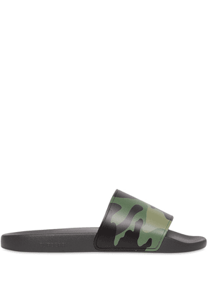 Burberry camouflage print slides - Green