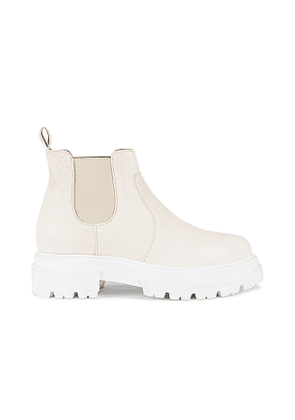 Free People Lola Lug Sole Chelsea Boot in White. Size 36, 37, 39, 40.