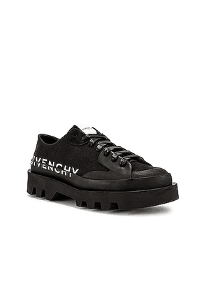 Givenchy Clapham Low Top Shoe in Black - Black. Size 40 (also in 41, 42, 43, 44).