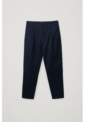 PLEATED TAPERED CHINOS