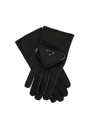 Gloves with pocket