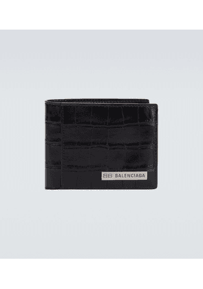 Plate square folded leather wallet