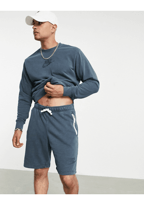 Nike Washed shorts with embroidered logo in blue