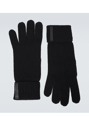 Knitted wool gloves