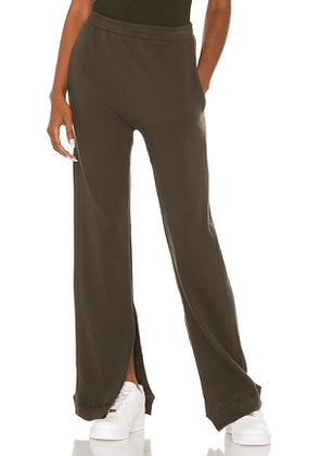 STRUT-THIS Levi Sweatpant in Army. Size S, M, L, XL.