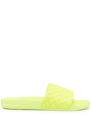 APL: ATHLETIC PROPULSION LABS Lusso quilted slides - Green
