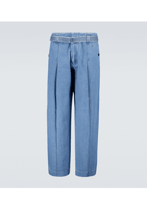 Belted high-waisted jeans