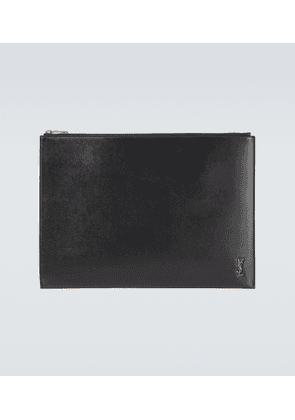 Zipped leather pouch