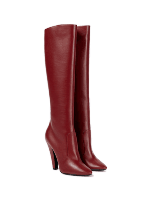 68 knee-high leather boots