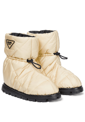 Quilted nylon snow boots