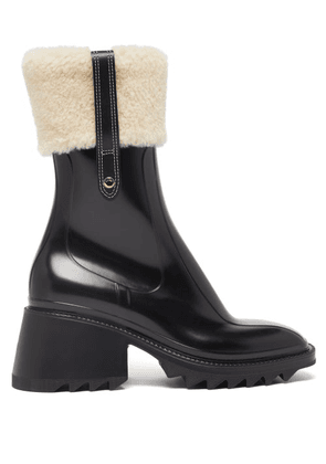 Chloé - Betty Shearling-cuff Rubber Ankle Boots - Womens - Black