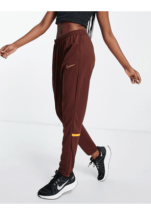 Nike Football Academy Dri-FIT joggers in bronze-Red