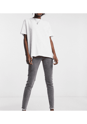 Reclaimed Vintage inspired The '90 skinny jean with raw hem in washed grey-Black